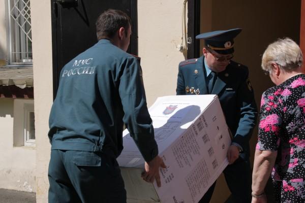 Доставка коробок с необходимыми вещами