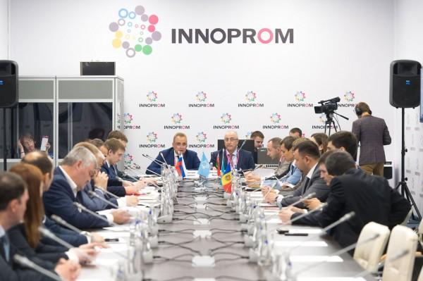 I-INNOPROM17-Деловая-1207-Совет-по-пром-политике-СНГ-ZRV_3098
